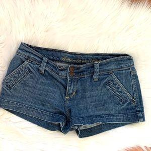Abercrombie stretch 6 pocket short shorts